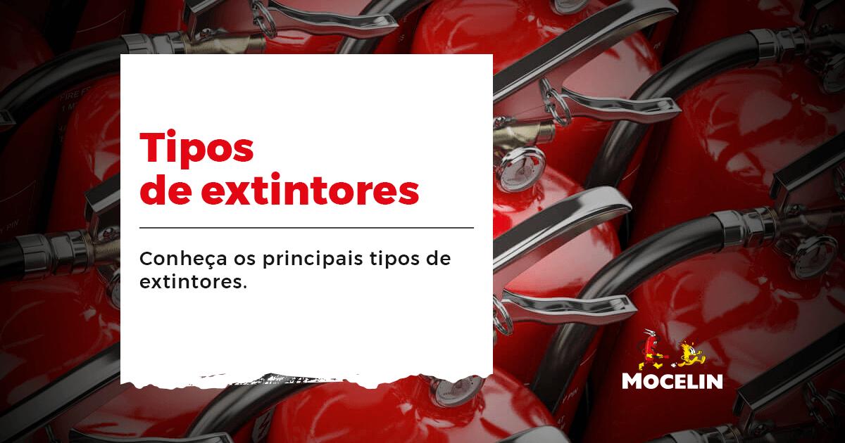 Tipos de extintores - na imagem tem diversos extintores vermelhos, em uma parte branca está o titulo do conteúdo: Tipos de extintores: conheça os principais tipos de extintores.