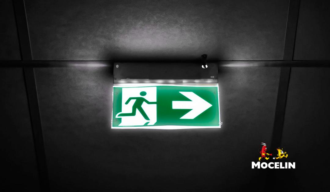 Sinalização de emergência: entenda como funciona e onde se aplica